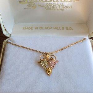 10k Gold Pendant Necklace!